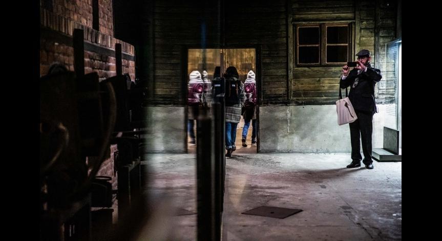 Powiększ obraz: O historii miejsc poobozowych i przyszłości muzeów