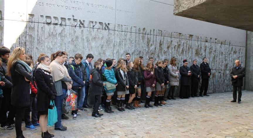 Powiększ obraz: 73. rocznica pierwszych deportacji do niemieckiego obozu zagłady w Bełżcu