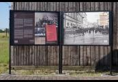 """Pokaż powiększenie powyżej: Wystawa """"Przybyli do getta... Odeszli w nieznane..."""" na III polu więźniarskim, 22 lipca 2012"""