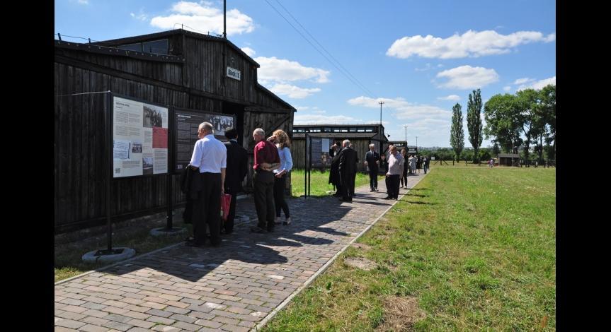 Powiększ obraz: Wernisaż wystawy na III polu więźniarskim, 22 lipca 2012