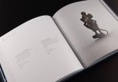 """Pokaż powiększenie powyżej: """"Wydobyte z popiołów"""" – najnowszy album Państwowego Muzeum na Majdanku prezentuje 100 fotografii przedmiotów osobistych ofiar niemieckiego obozu zagłady w Sobiborze"""