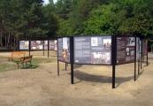 """Pokaż powiększenie powyżej: Wystawa """"Przybyli do getta... Odeszli w nieznane..."""", ekspozycja w Sobiborze"""