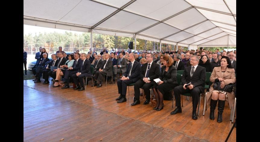 Powiększ obraz: 75. rocznica powstania więźniów niemieckiego nazistowskiego obozu zagłady w Sobiborze